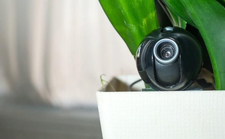 El acusado había instalado cámaras ocultas en la vivienda para grabar sus actos