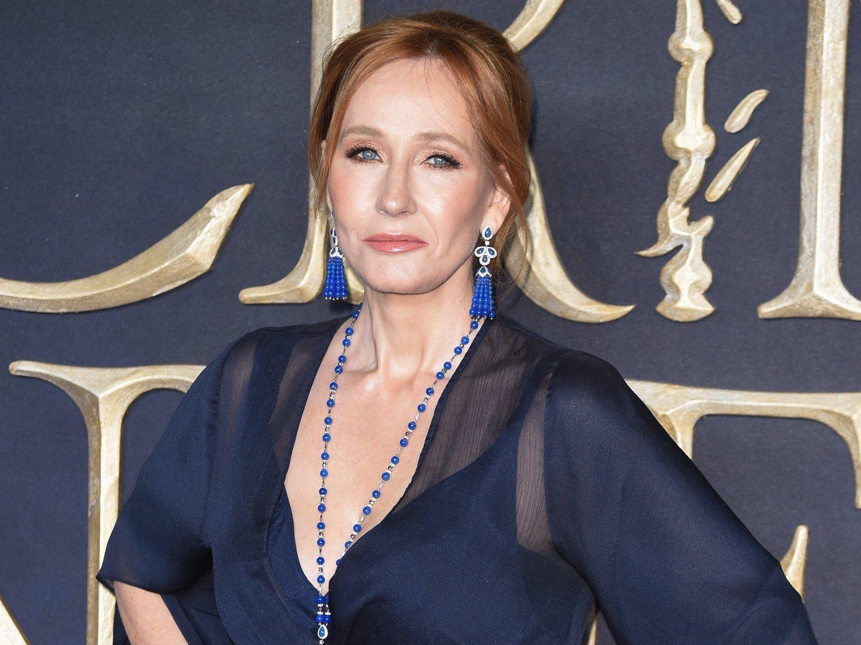 La transfobia de J.K. Rowling que exhibe en sus redes sociales