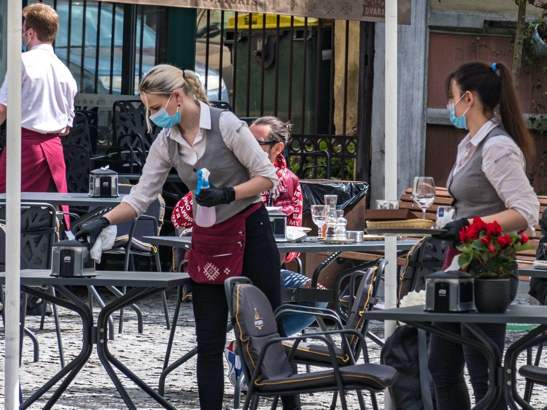 """Un bar cobra un suplemento por """"servicio covid"""" a sus clientes y causa gran indignación"""