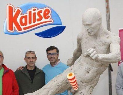 Lluvia de memes por la estatua de Andrés Iniesta desnudo del Ayuntamiento de Albacete