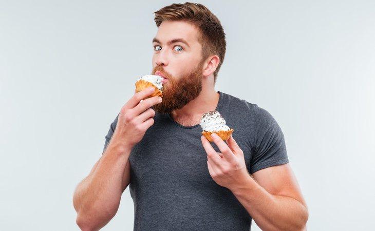La hora a la que ingerimos los alimentos influye de manera importante en la manera en la que engordan