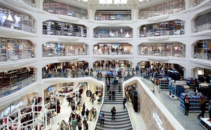 La firma juega con el mecanismo de recompensa en la disposición de sus tiendas para asegurarse la venta por volumen