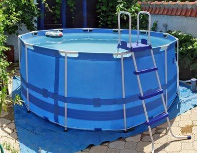 Se derrumba una terraza en Elda a causa de una piscina hinchable de 8.000 litros