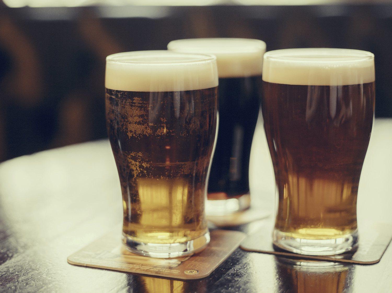 A punto de morir tras beberse cuatro litros de cerveza y pasar 18 horas sin ir al baño