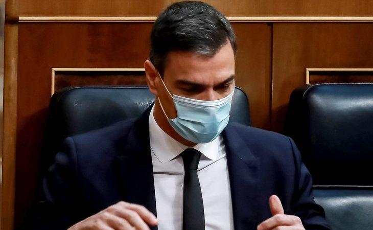 El articulista de The Guardian señala que el Gobierno de Pedro Sánchez actuó tarde