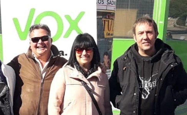 Carmen Gomis -centro- figura como líder temporal del partido hasta presentar en público a los cargos de VOX que esperan cambiarse a esta formación