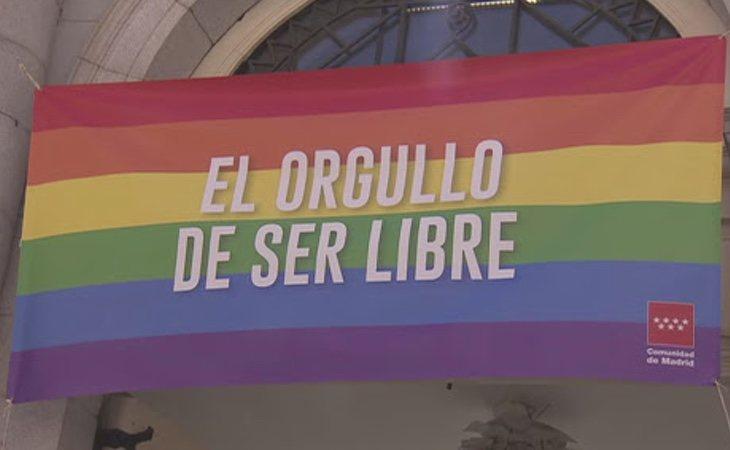 El vicepresidente Ignacio Aguado colocó la bandera en su edificio, pero Ayuso se negó en rotundo