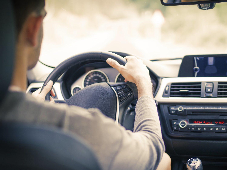 La DGT avisa: puede multar con 200 euros si no haces este trámite con el carné de conducir