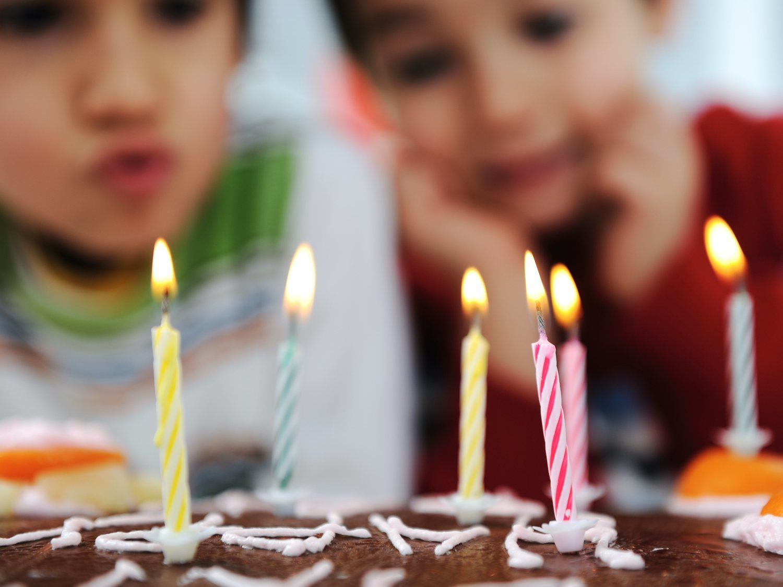 Cuando soplar velas en una fiesta familiar puede costarte la vida: la impactante campaña de Canarias