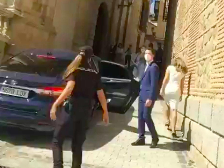 """""""Cerda"""" y """"golfa de mierda"""": los taurinos insultan y golpean el coche de la ministra de Trabajo"""