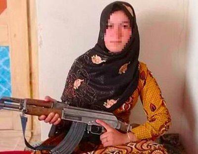 Una menor afgana mata sola a tiros a dos talibanes para vengar el asesinato de sus padres