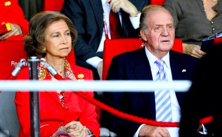 La reina finalmente volvió a Madrid sin divorciarse del rey Juan Carlos, pero la relación entre ambos no volvió a ser la misma