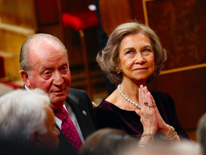 Desvelan la huida de la reina Sofía a la India y por qué volvió sin divorciarse de Juan Carlos I