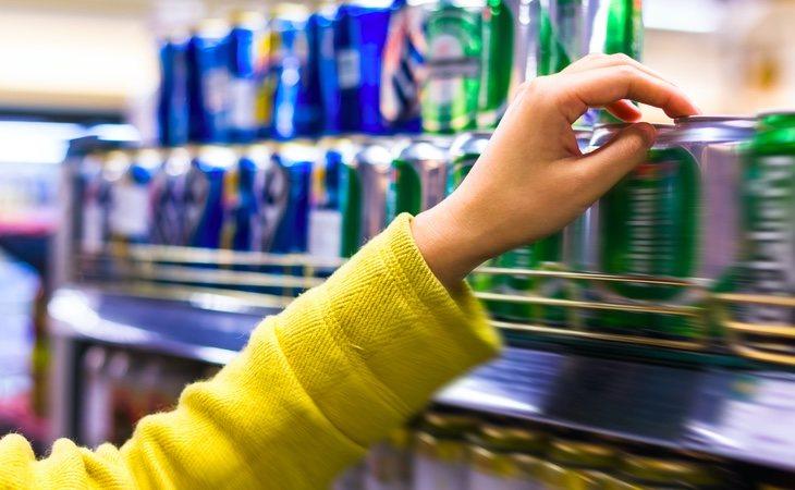 La OCU destaca el abismo de precios que existe entre las cervezas de marca blanca y las de distribuidor