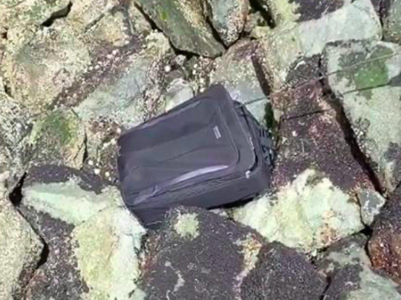 Tres jóvenes encuentran un cadáver en una maleta y suben todo el vídeo a Tik Tok