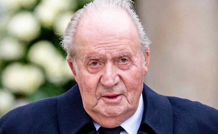 El rey Juan Carlos abandona España en mitad de sus escándalos