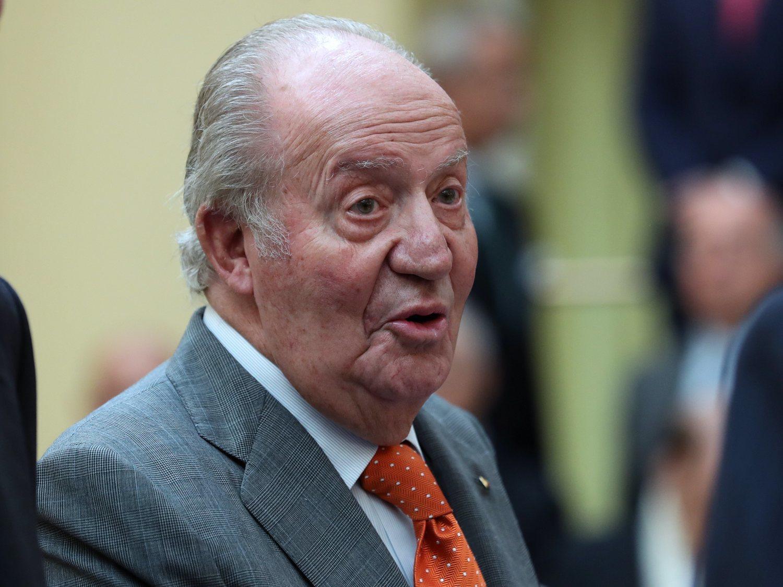El rey Juan Carlos comunica a Felipe VI que abandona España
