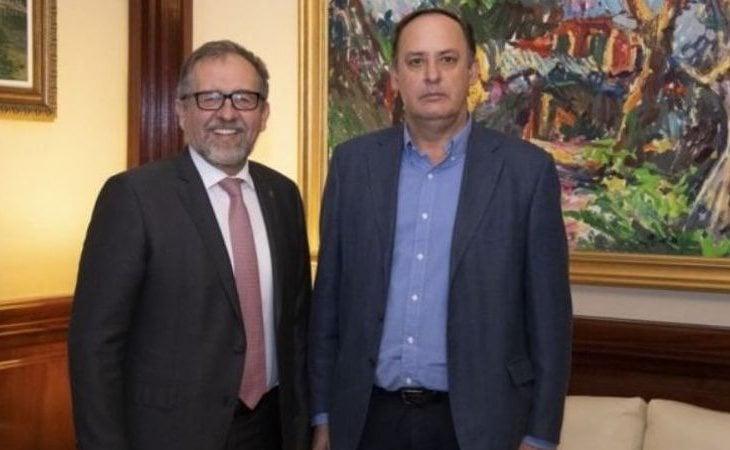 Enrique Vilar (derecha), actual alcalde de Artana, en compañía del actual presidente de la Diputación de Castellón, el socialista José Martí
