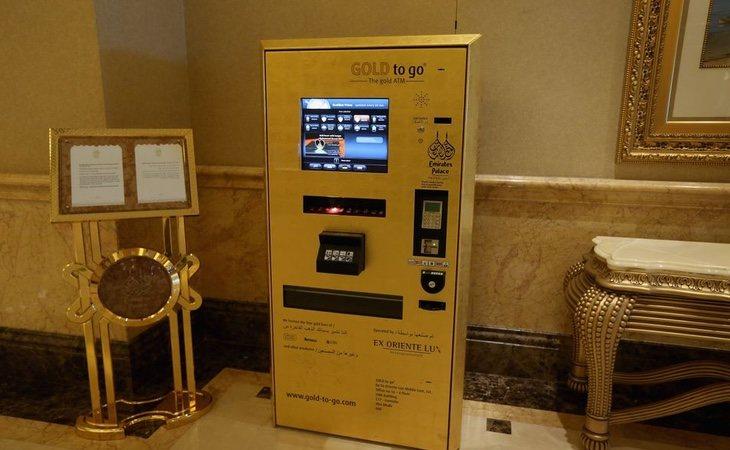 El complejo cuenta, incluso, con una máquina expendedora de lingotes de oro
