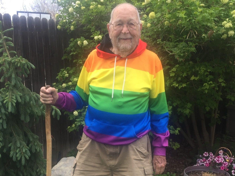La historia del abuelo de 90 años que ha salido del armario tras toda la vida ocultándolo