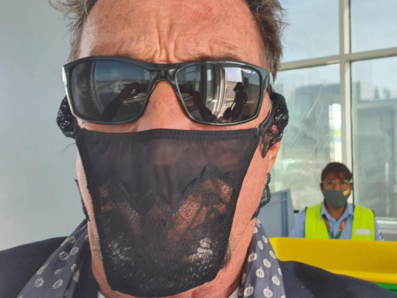 Detenido el fundador del antivirus McAfee por llevar un tanga en vez de mascarilla