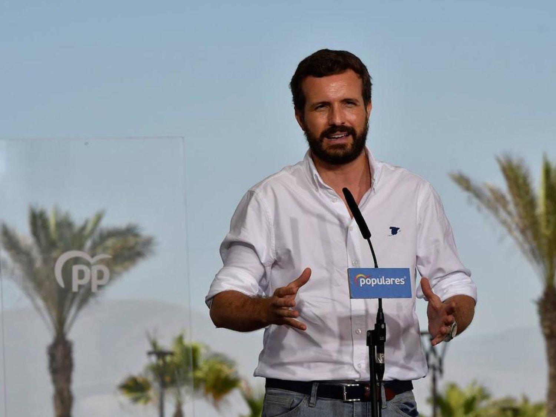 Pablo Casado, de vacaciones, se queja de que Pedro Sánchez esté de vacaciones y las redes se mofan