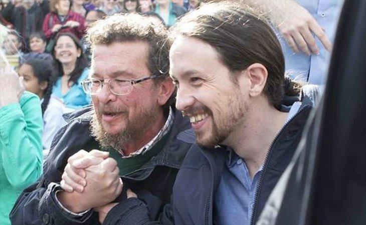 Pablo Iglesias junto a su padre, que ha denunciado a Cayetana Álvarez de Toledo
