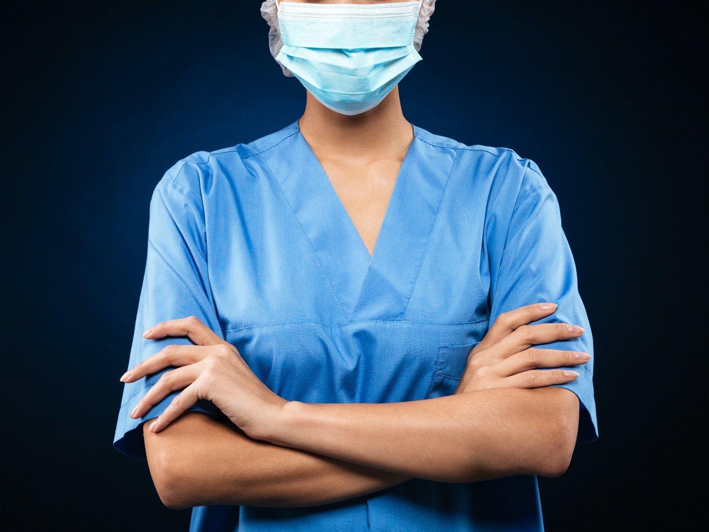 """El viral mensaje de una enfermera angustiada que se lamenta por """"los que luchan contra nosotros"""""""