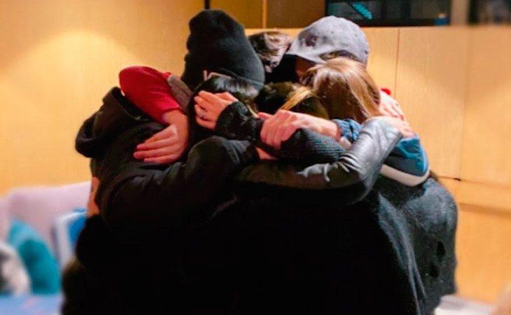 Abrazo de la reunión de los seis integrantes de RBD