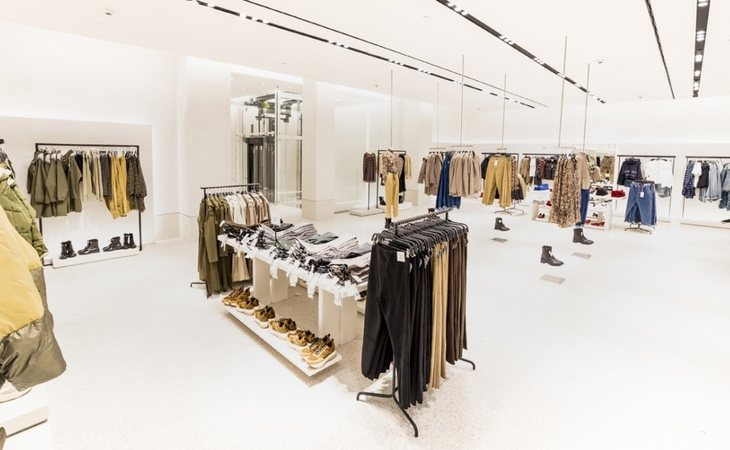 El nuevo enfoque de las tiendas de Zara está más orientado hacia el concepto 'showroom' para atraer a un consumidor que posteriormente comprará online
