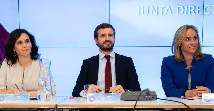 Ayuso ha quedado en un limbo en la última renovación del PP y Ana Camins (derecha) suena como próxima líder del partido en Madrid