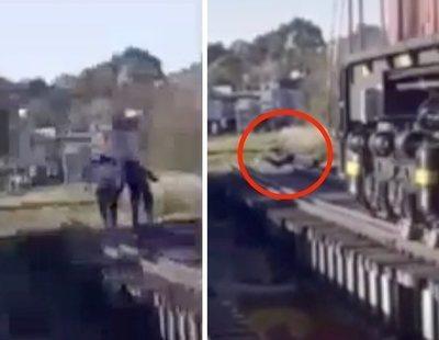Dos jóvenes, a punto de morir arrolladas por un tren por grabarse haciendo el reto viral del momento