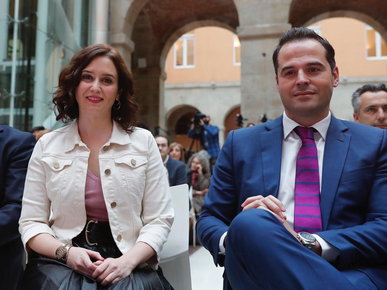 El Gobierno de Madrid se apoya en Belén Esteban para defender que el aeropuerto es fuente de brotes