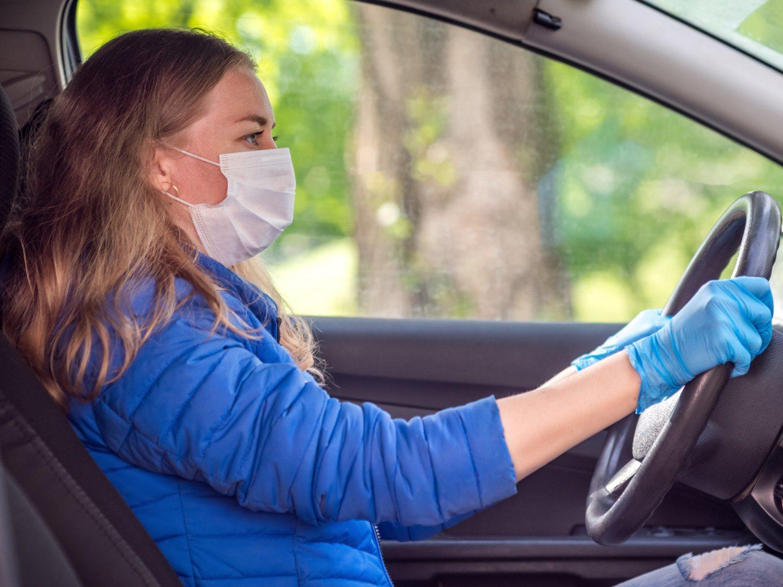 Llevar mascarilla en el coche es obligatorio: la multa a la que te expones en estos casos