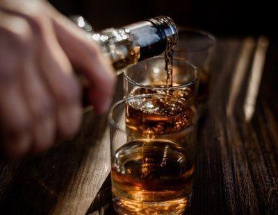 Eximido un hotel catalán de pagar al turista borracho con barra libre que cayó desde un quinto piso