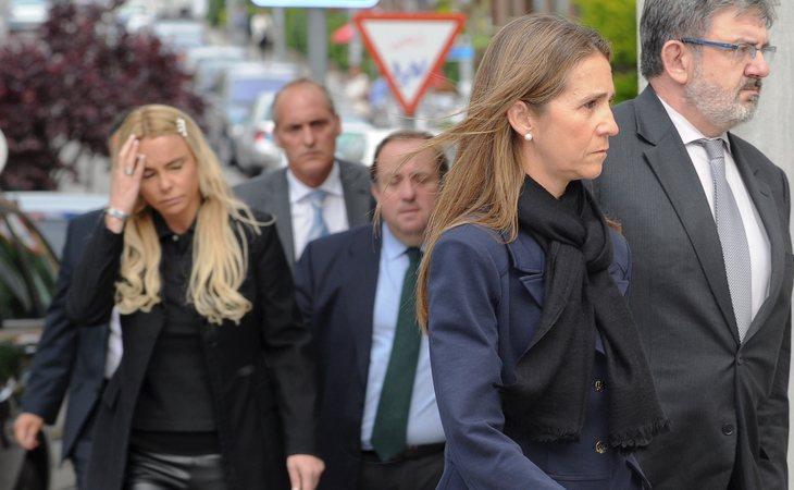 Leticia Sabater y la infanta Elena acudiendo al funeral de Fernando Moreno de Borbón en mayo de 2011