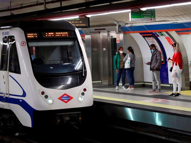 Dos vigilantes del metro de Madrid, agredidos por usuarios que no querían ponerse la mascarilla