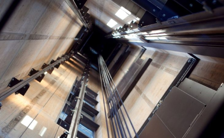 Si cae un ascensor, la muerte es segura y dolorosa