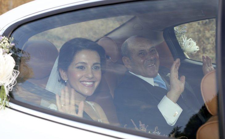 Arrimadas, durante su boda subida en un exclusivo Maserati blanco