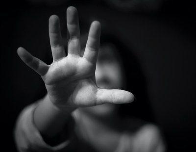 Detenido un policía por violar a sus hijas y amenazar con matar a sus hermanos: decía que era impune