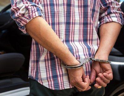 Tres detenidos en Gran Canaria por grabar a un hombre al que obligaron  a practicar sexo con su perro