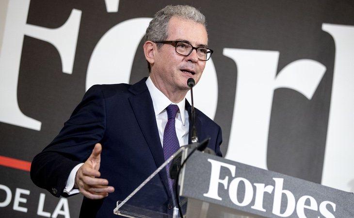 El presidente de Inditex, el madrileño Pablo Isla, aparece catalogado como 'persona de raza hispana'