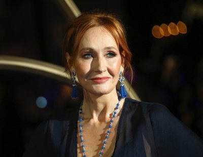 La transfobia de J.K Rowling: lanza una novela con un asesino que se traviste