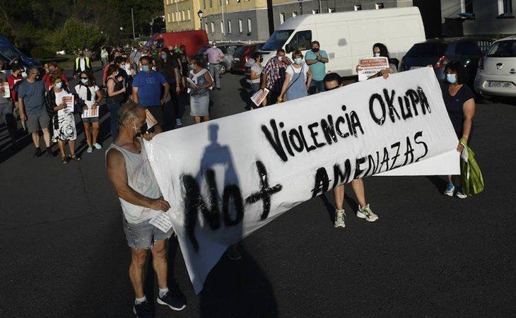 Vecinos protestan ante las okupaciones en su barrio