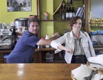 Ayuso, cazada saltándose las restricciones en un bar de Toledo un día después de confinar en Madrid