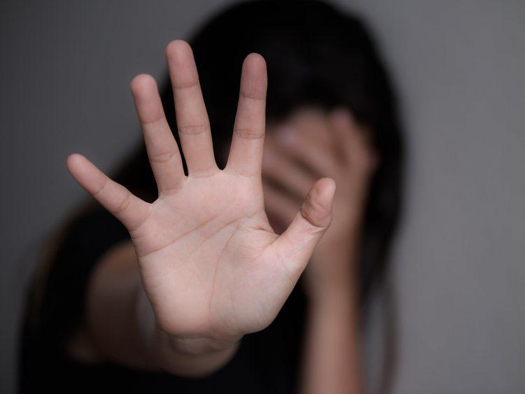 Una niña de 12 años, obligada a grabar cómo su abuelo la violaba porque  nadie creía su testimonio - Los Replicantes