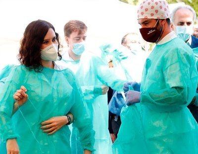 Ayuso prohíbe a sanitarios y docentes de Madrid hablar con medios de comunicación
