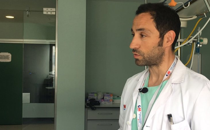 Carlos Velayos ejerce como médico en el Hospital de Fuenlabrada