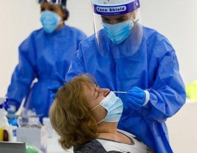 Una enfermera perfora el revestimiento cerebral de una mujer durante una PCR en Estados Unidos