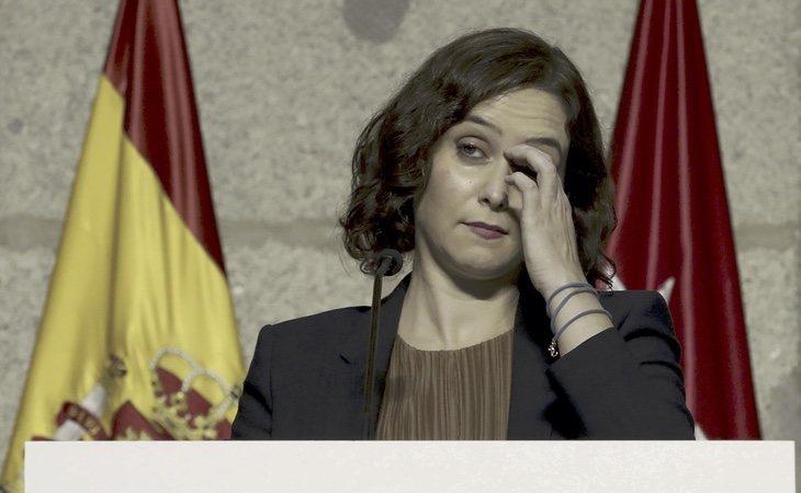 La presidenta madrileña recibe críticas de los compañeros de gobierno con los que comparte argumentario en público